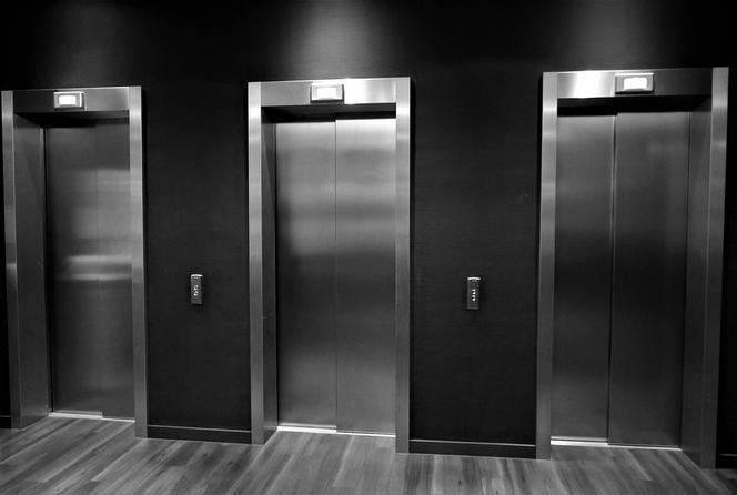 Ilustracja do informacji: Budowa windy dla osób niepełnosprawnych w budynku Urzędu Gminy Świętajno